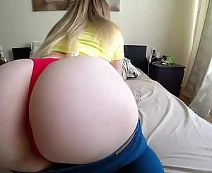 STUDENT WITH A BIG ASS HOT FUCKS THROUGH JEANS, Would you fuck her?